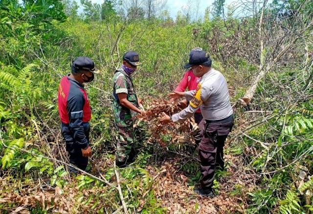 Bhabinkamtibmas Polsek Tapung Bersama Babinsa dan Manggala Agni Lakukan Patroli Kurhutla Gabungan || dutametro