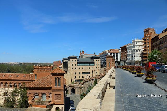 Zona alta de la escalinata neo mudéjar de Teruel