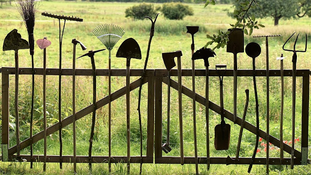 5 List Of Garden Tools Which Help Your Gardening