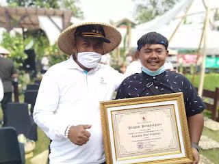 penghargaan-petani-milenial-purwakarta-2020