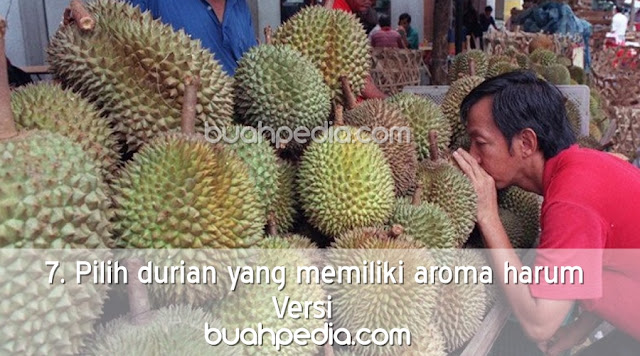 7. Pilih durian yang memiliki aroma harum
