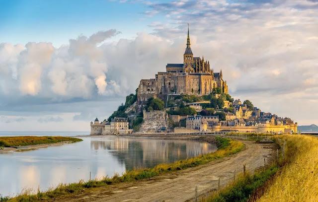 Lâu đài Mont Saint Michel – Pháp