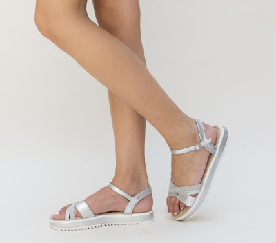 sandale argintii ieftine da vara cu talpa comoda