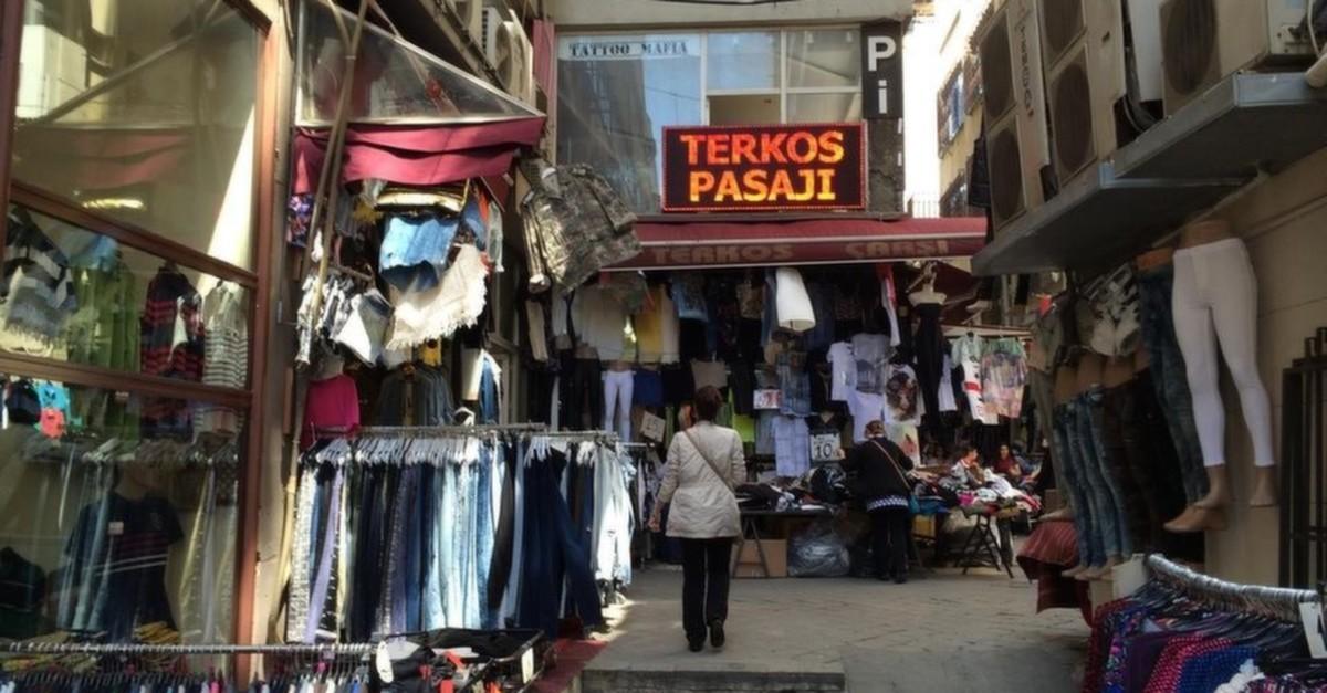 Shopping à Istanbul  Vêtements à petits prix dans les passages et ... 0bb2331568f