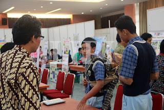 Zakaria Abdur Rahman  14. Yoseferio Murti Gunawan dan Jerremy Michael Lee dari SMP Tunas Daud Depansar Bali dengan  Judul Karya Meja Seterika Dengan Pelipat Baju Otomatis dari Barang Bekas