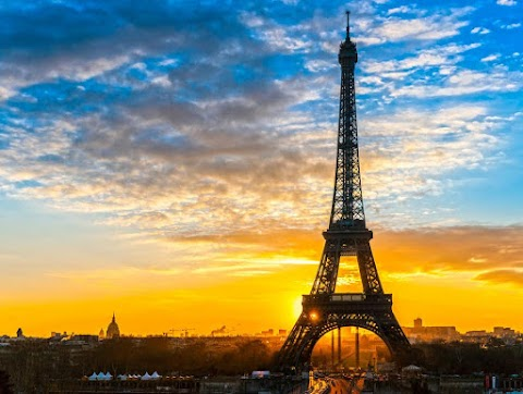 The theft of the Eiffel Tower