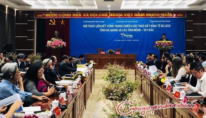 Khai mạc Lễ hội hoa tam giác mạch, du khách nườm nượp đến Hà Giang