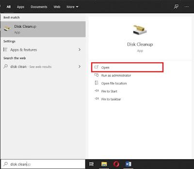 """Ketik """"Disk Cleanup"""" pada menu pencarian aplikasi. Kemudian buka aplikasi/softwarenya."""