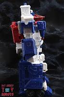 Transformers Kingdom Ultra Magnus 05