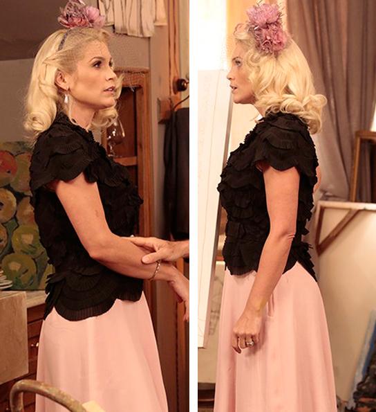 sandra em cena com blusa preta e saia rosa
