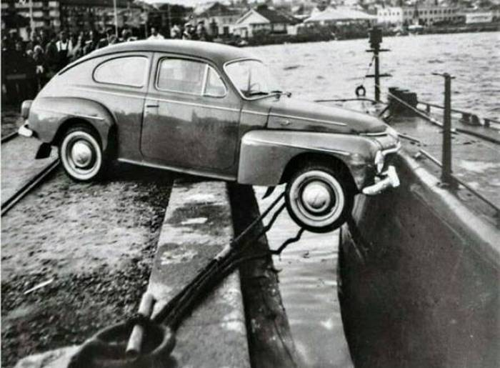 On August 19, 1961, one of the most unlikely traffic accidents occurred in the Swedish city of Lucechil: a collision of a car and a submarine