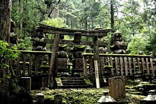 El monte segrado de la Meditación Eterna, donde reposan los restos de Kobo Daishi.