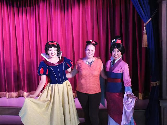 לפגוש נסיכות בפארק דיסנלנד קליפורניה - שלגיה ומולאן