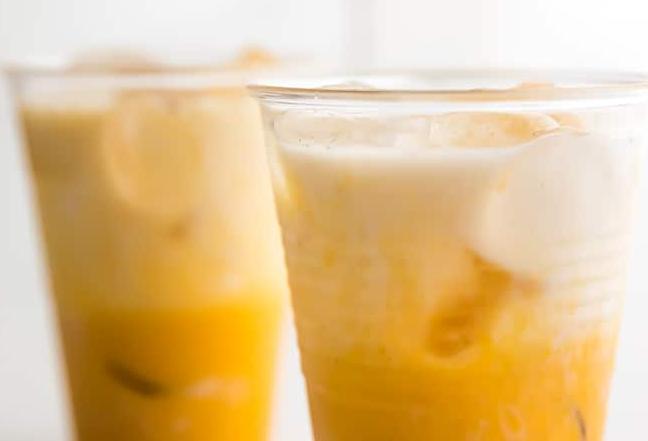 Iced Golden Milk Latte (Paleo, Vegan) #healthydrink #easyrecipe #cocktail #smoothie