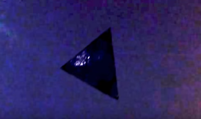 Black triangle UFO caught on camera over Chicago that looks real.