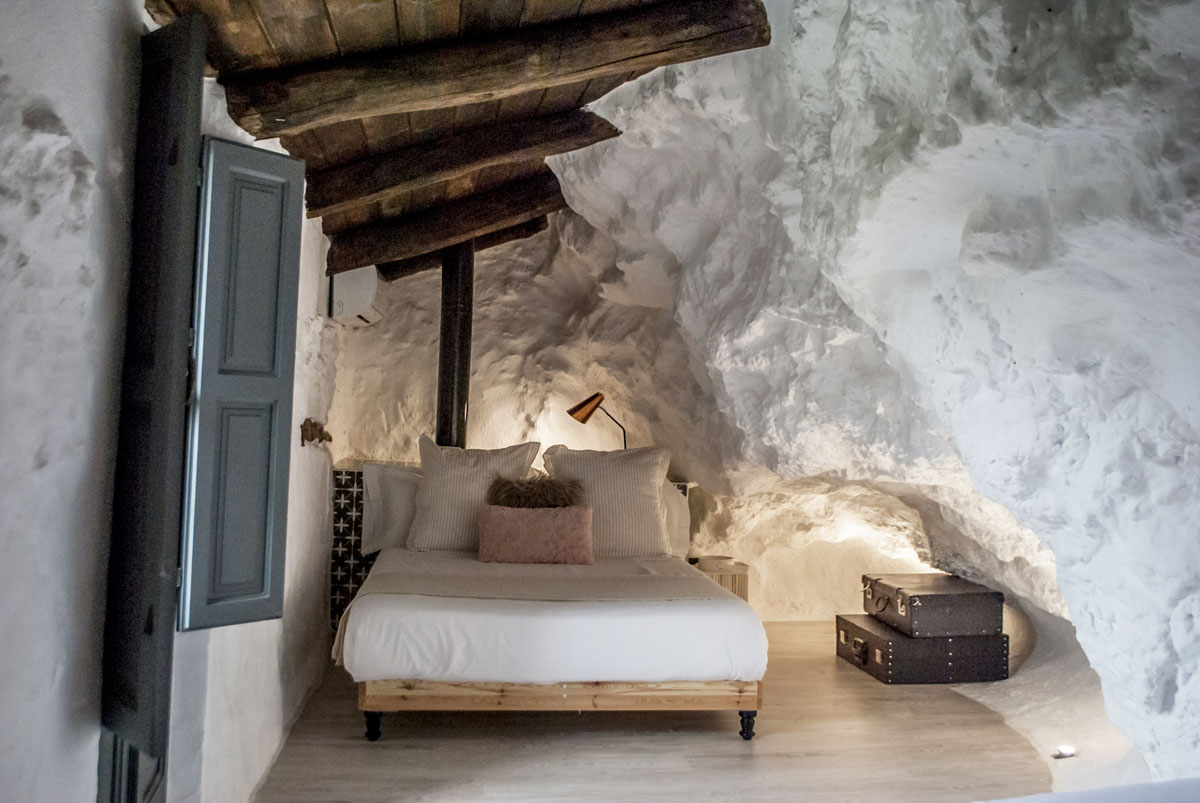 HOTELS WITH A PLUS - Cover