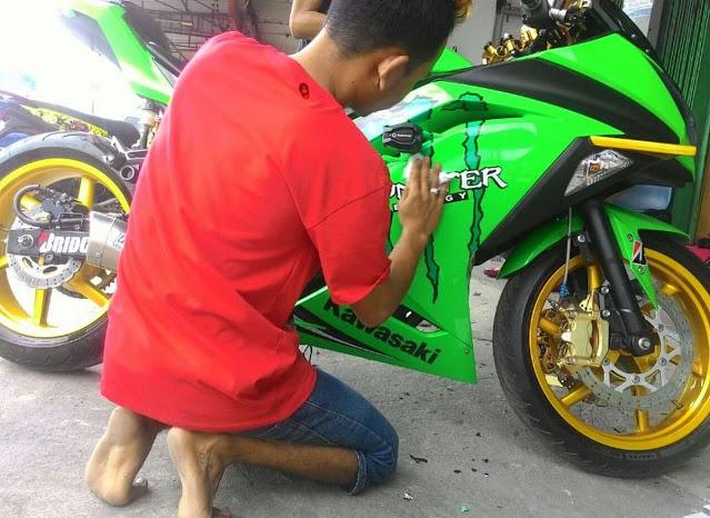 harga-cutting-sticker-motor-3
