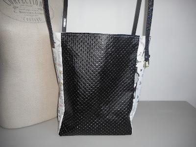 https://www.alittlemarket.com/sacs-a-main/fr_grand_sac_cabas_54x36_cm_madame_et_sa_robe_noire_simili_cuir_coton_blanc_noir_gris_dore_paillette_-18018328.html