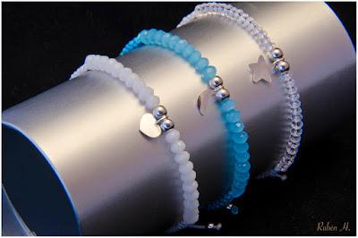 Pulsera cristales facetados y colgantes de corazón, estrella y luna en plata. Joyería artesanal personalizada