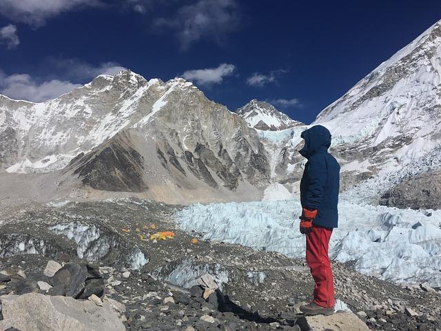أهم 17 حقيقة صادمة حول جبل إيفريست (أعلى قمة في العالم)