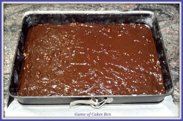 Brownie de chocolate y nueces listo para hornear