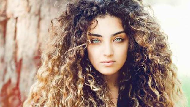 طريقة تسريح الشعر المجعد