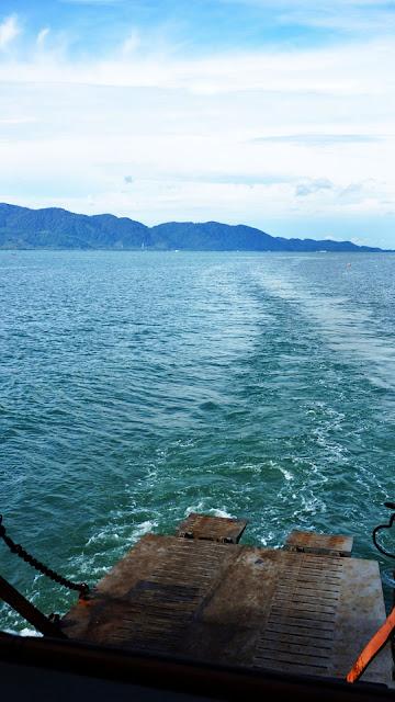 Изображение через залив остров Ко Чанг, Тайланд