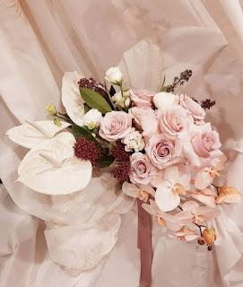 buket bunga anggrek bulan putih