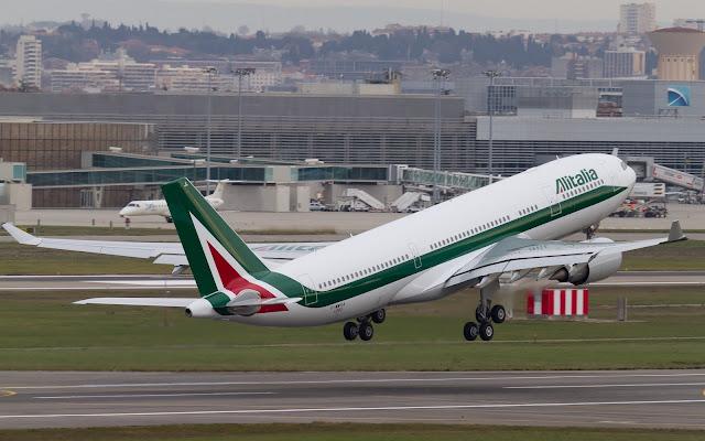 alitalia airbus a330-200 takeoff