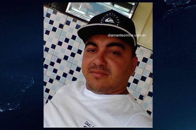 Jovem de 28 anos é morto a tiros enquanto bebia em calçada, em Itaporanga