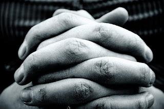 Mãos fechadas