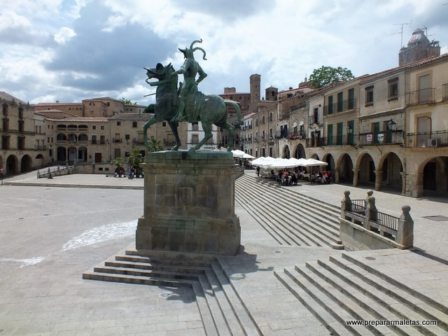 Plaza Mayor y Francisco Pizarro en Trujillo