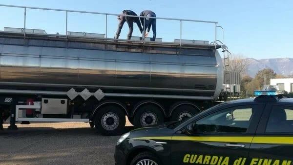 "Operazione ""Diesel free tax"" - sequestrati beni per oltre 40 milioni di euro - coinvolta camorra (VIDEO)"