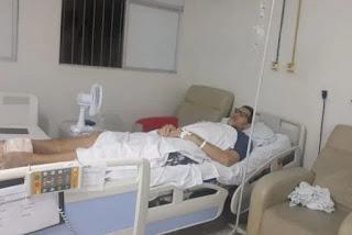 Ninão tem infecção no osso, está desempregado e pede bota ortopédica e cadeira de rodas