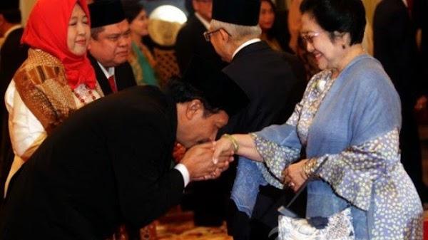 Foto Yudian Cium Tangan Megawati Ketum PDIP Viral Setelah Heboh 'Agama Musuh Besar Pancasila'