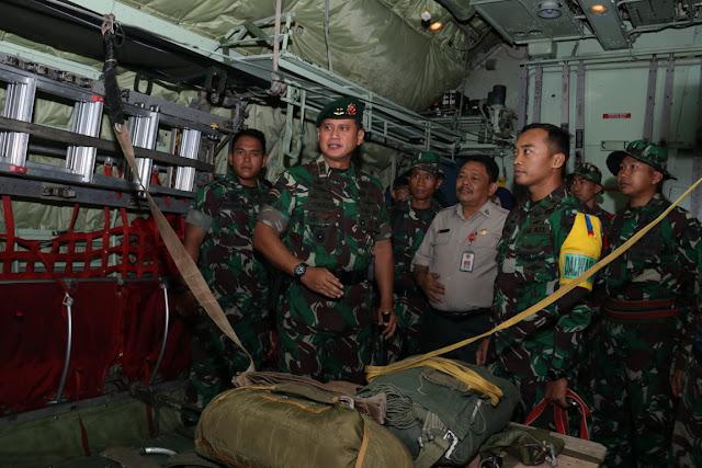 Pangdivif 2 Kostrad Tinjau Latihan Terjun di Malang
