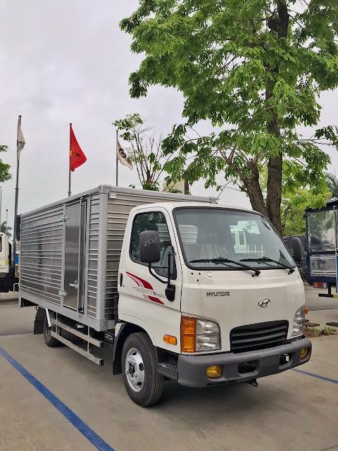 Giá lăn bánh xe tải Hyundai N250SL thùng kín