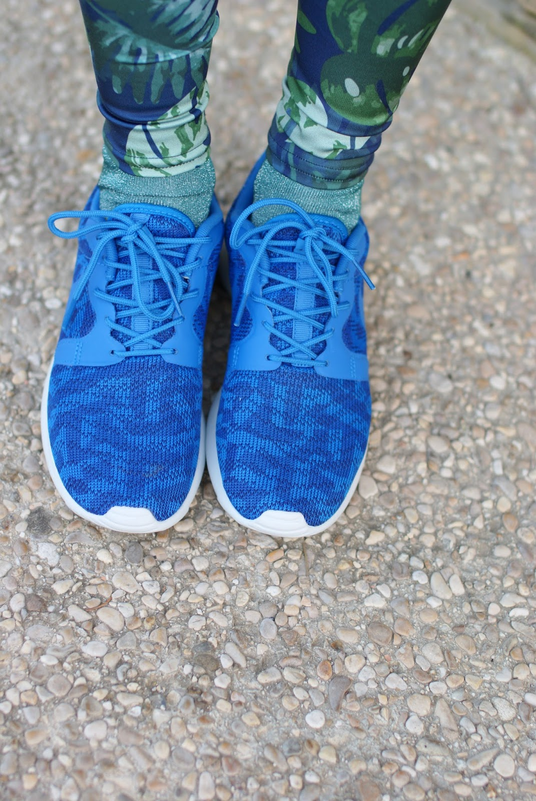 Blue Nike Roshe Run sneakers on Fashion and Cookies fashion blog, fashion blogger style