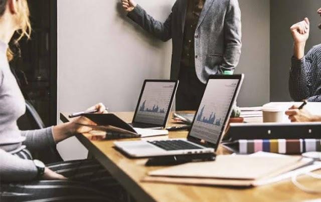 El conferencista Aarón Elías Castro Pulgar ofrece consejos para mejorar la motivación en el sector empresarial