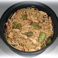 http://recetasoriginalesblog.blogspot.com.es/2014/08/wok-de-noodles-con-pollo-pimiento.html