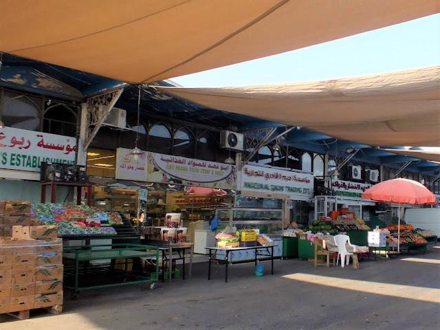 mercado de frutas y verduras en Abu Dhabi