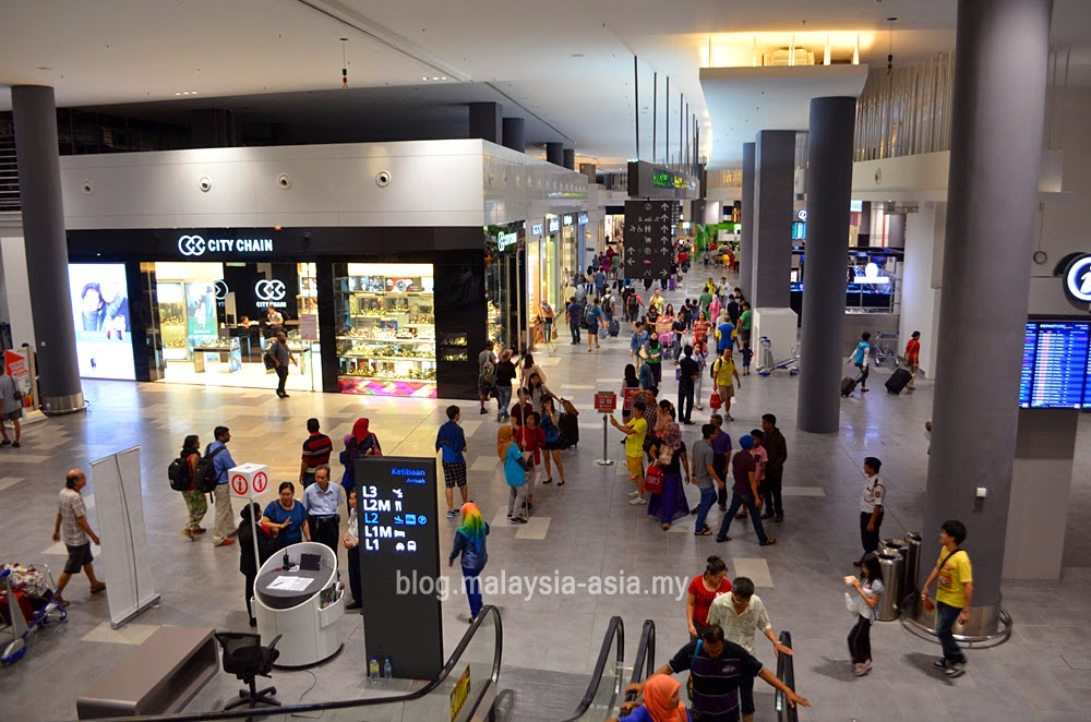 shopping mall at klia2