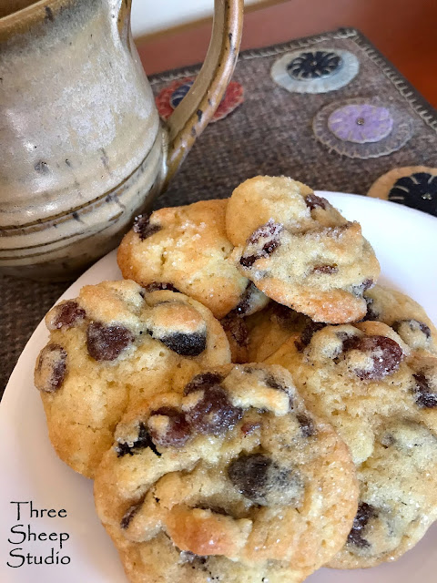 Old Fashioned Vanilla Raisin Cookies