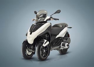 Piaggio-triciclo-MP3-frente