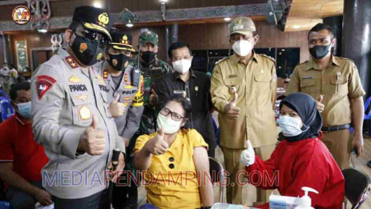 Kapoldasu Irjen Pol Panca Putra Simanjuntak Pantau Langsung Vaksinasi Tahap II di Taput