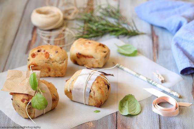 Panini con pecorino e olive