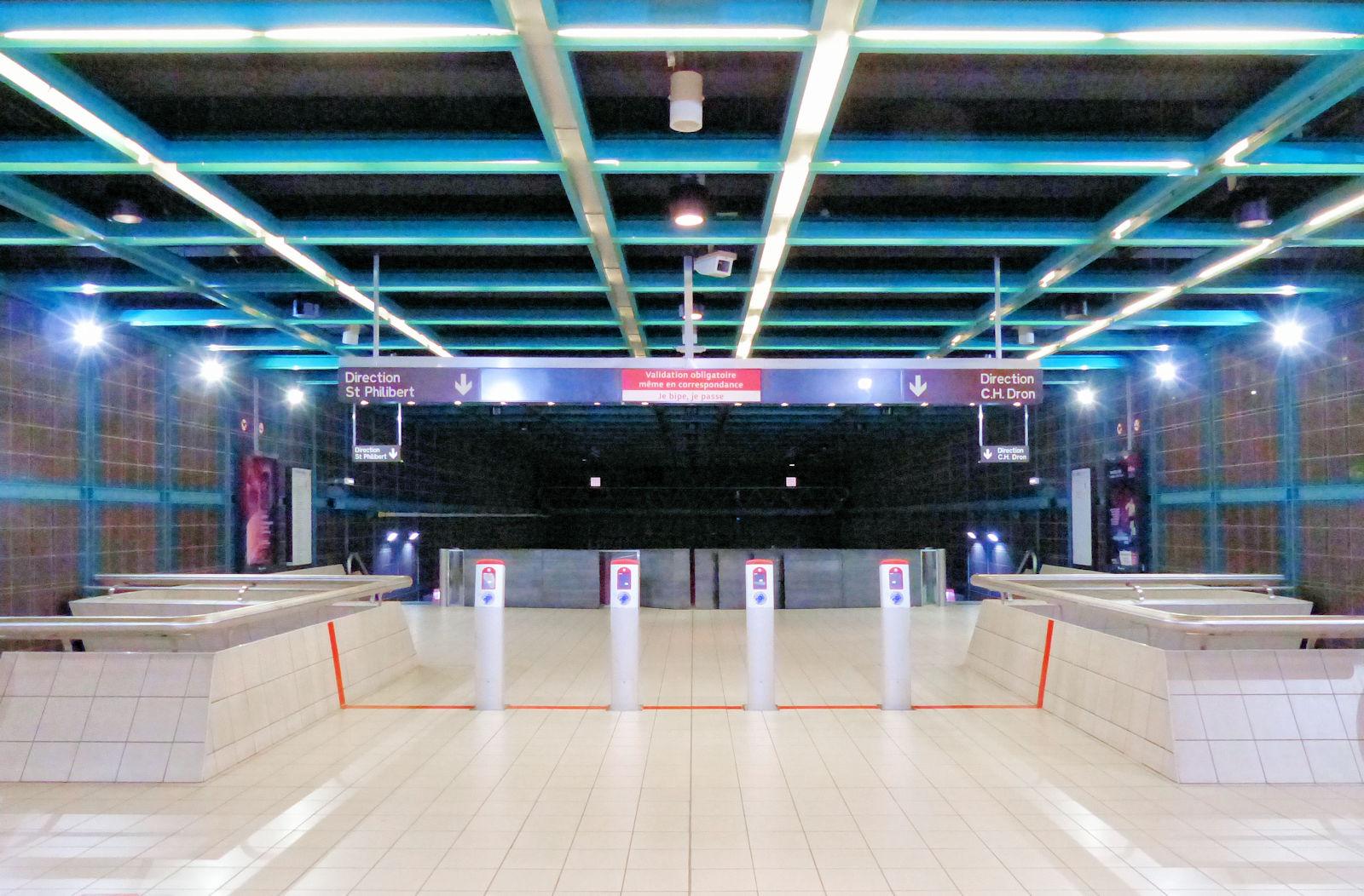 """Station Métro """"Carliers"""" Tourcoing - Accès aux quais."""