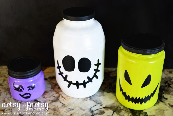 Kids Fun Halloween Jars at artsyfartsymama.com #kidscrafts #Halloween