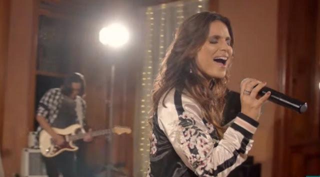 Aline Barros lança clipe ao vivo da música 'Ensina-me a Contar'