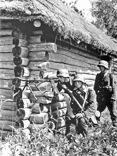 German machine-gun squad with MG 34, 29 July 1941 worldwartwo.filminspector.com
